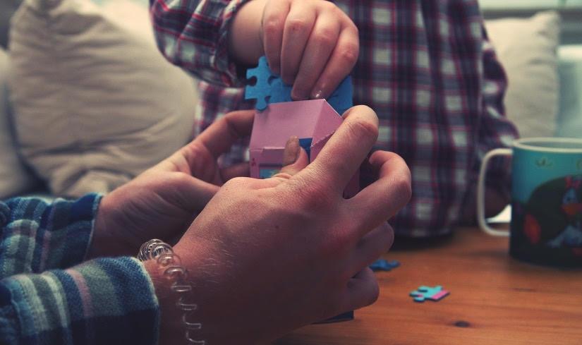 Как научить ребенка собирать пазлы